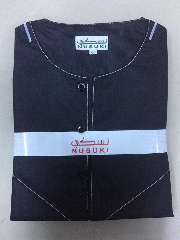 الثوب الإماراتي العصري باللون الأسود