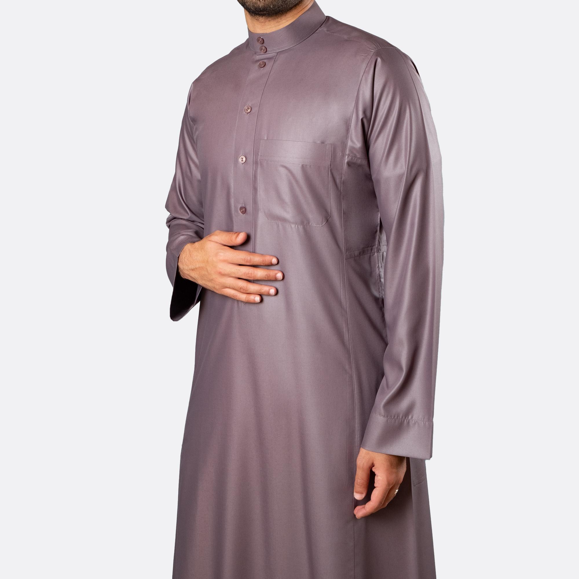 ثوب كلاسيكي فاخر فضّي