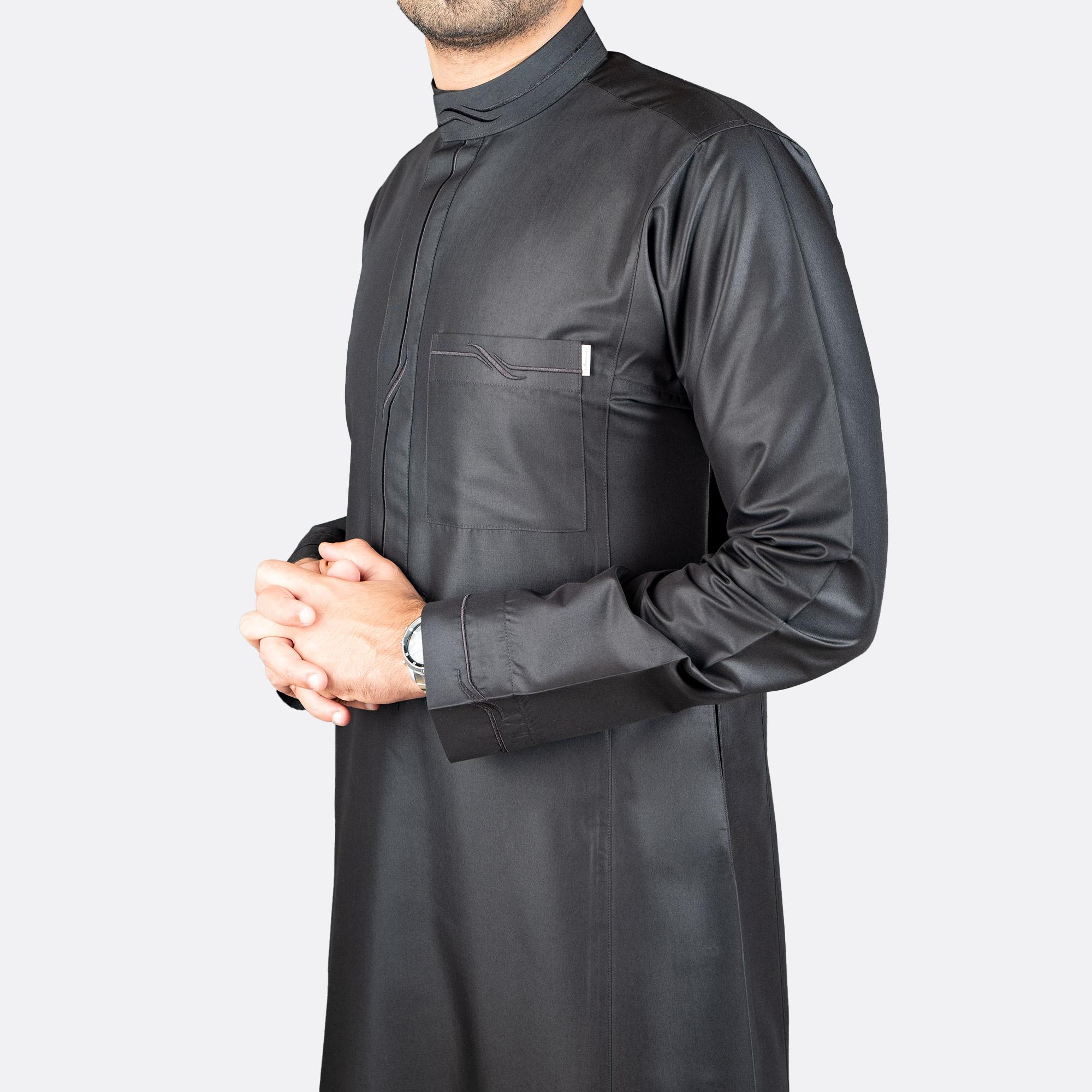 ثوب عصري مطرز  أسود اللون